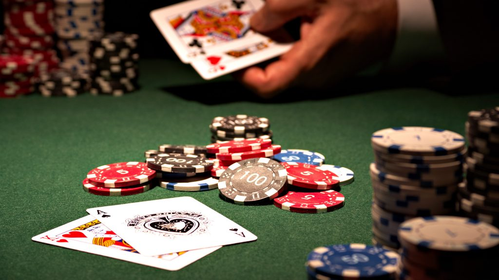 Differentiation of online poker and traditional poker